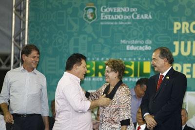 Imagem do Prefeito Fernando Assef ao lado da Presidente Dilma Rousseff.