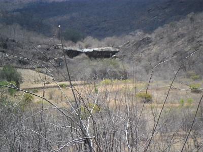 Imagem da formação rochosa que forma a Cachoeira do Escondido, em 2014.