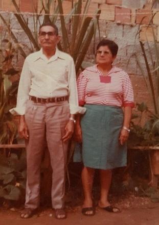 Imagem de José Rodrigues Gomes ao lado de sua esposa.