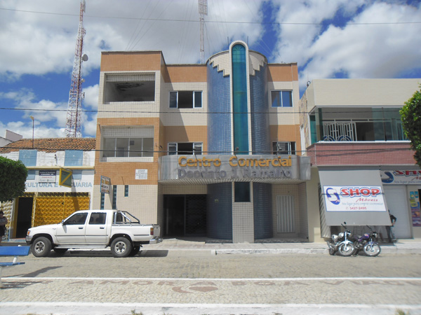 Imagem do Centro Comercial Deodato José Ramalho, em 2013.