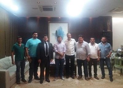 Imagem da comitiva que se reuniu com o Gov. Camilo Santana em busca da adutora da Barragem do Umari.