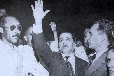 Imagem de um comício, em 1957.