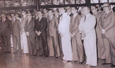 Imagem de José Vieira Filho entre alguns colegas deputado no Palácio da Abolição.