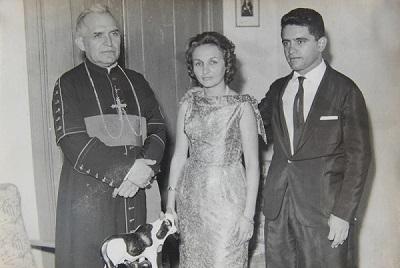 Imagem do Dr. Manuel Vieira da Costa e da sua esposa ao lado de Dom José Terceiro de Sousa.