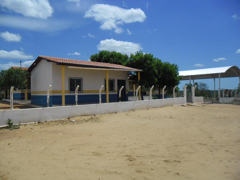 Imagem da Escola de Ensino Fundamental Antônio Carneiro da Silva, em 2014.