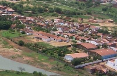 Imagem aérea da Escola de Ensino Fundamental Benjamim Alves da Silva, em 2006.