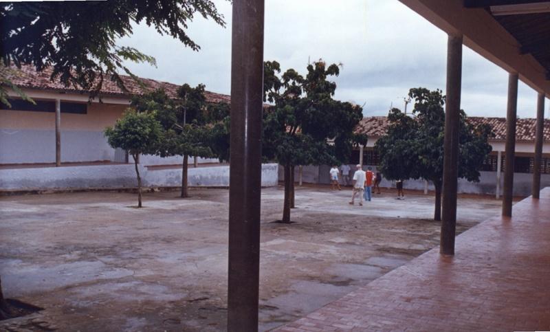 Imagem da Escola de Ensino Fundamental David Vieira da Silva, em 2002.