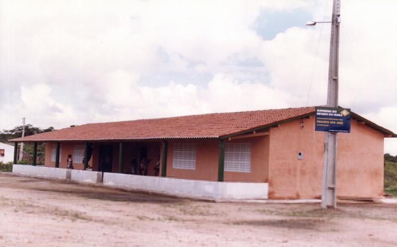 Escola de Ensino Fundamental Raimundo Alves Batista em 2000.