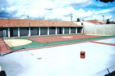 Imagem interna da Escola de Ensino Médio Dom Terceiro, em 2008.