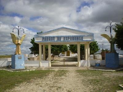 Imagem da entrada do Cemitério Parque da Esperança, em 2012.