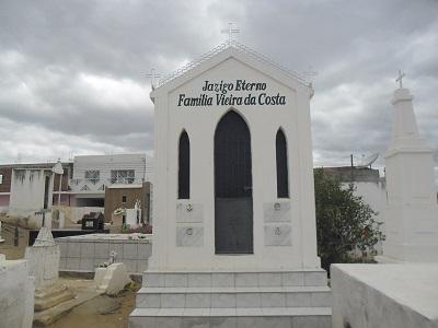 Imagem do túmulo da Família Vieira da Costa, em 2015.