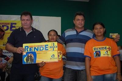 Imagem do Dr. Fernando Assef e Ismael Fragoso no lançamento do Cartão Rende Mais, em 2011.