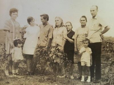 Imagem de José Jôfre acompanhado de sua família.