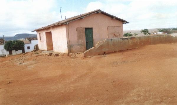 Imagem do Posto da Saúde da vila do Jacampari, em 2002.