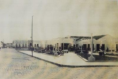 Imagem da Praça Antônio de Queiroz Marinho, antes de 1964.