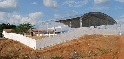 Imagem da Quadra Coberta da Escola de Ensino Fundamental Delfina Vieira da Silva, em 2010.