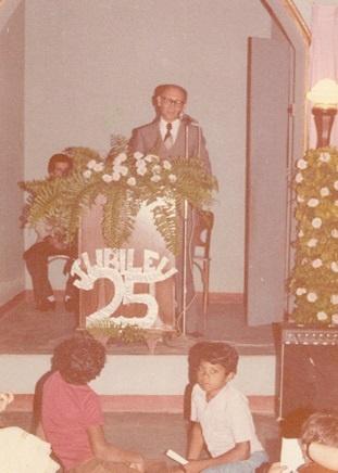 Imagem da comemoração de jubileu de 25 anos da Igreja Evangélica Congregacional de Voa Viagem.