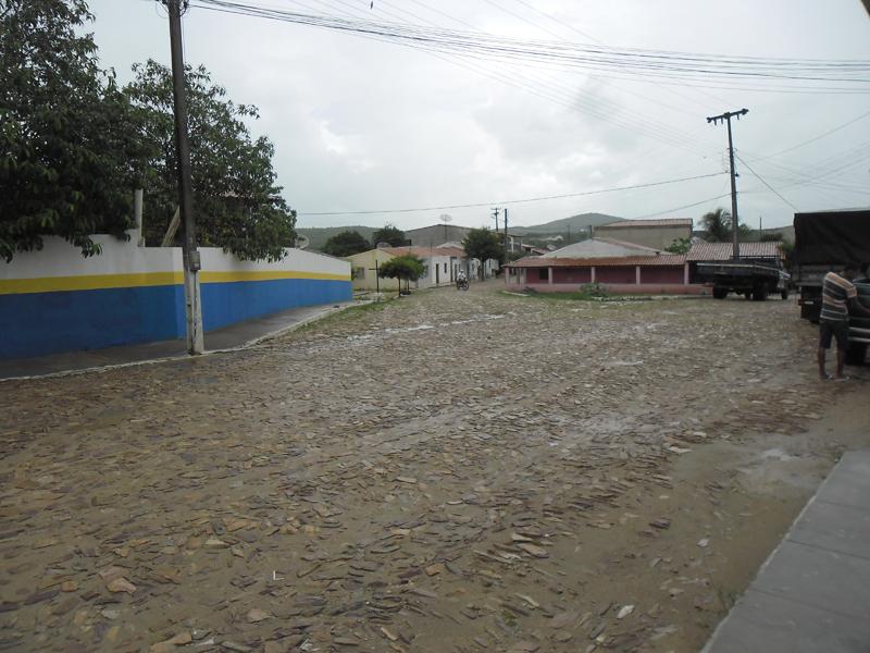 Cruzamento com a Rua Aluísio Ximenes Aragão.
