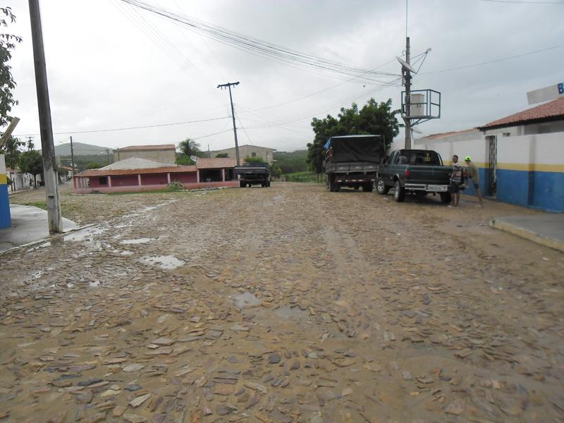 Cruzamento com uma rua ainda sem denominação.