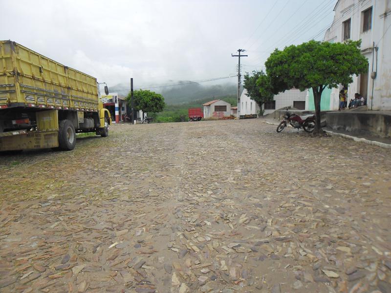 Cruzamento com a Rua Aluísio Ximenes de Aragão.