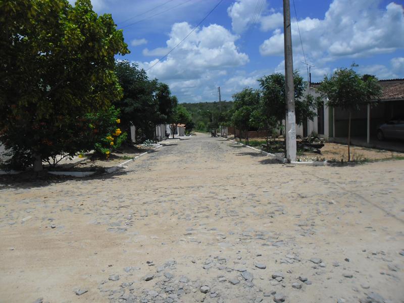 Cruzamento com a Rua Belarmino Matias Carneiro.