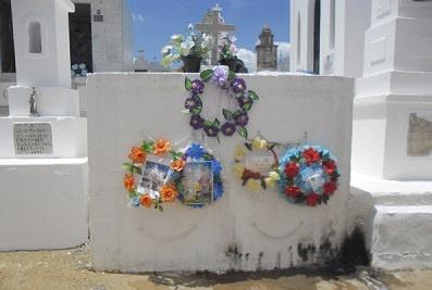 Imagem do túmulo da Família Alves Cavalcante, em 2016.