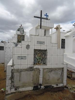 Túmulo da Família Alves de Morais.