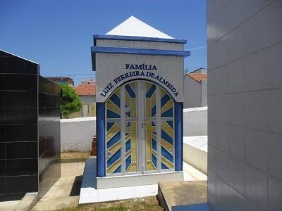 Imagem do túmulo da Família Ferreira de Almeida, em 2010.