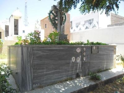 Túmulo da família Queiroz Sampaio.