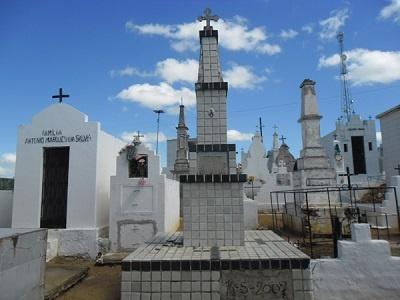 Imagem do mausoléu de Manuel Honor da Costa Mendes, em 2014.