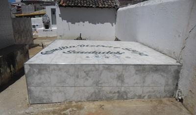Imagem do túmulo da Família Vieira Carneiro, em 2016.