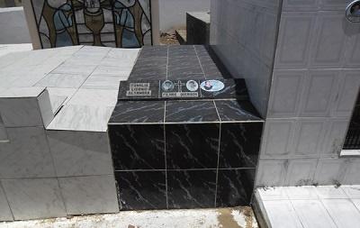 Imagem do túmulo da Família Silva de Sousa, em 2013.