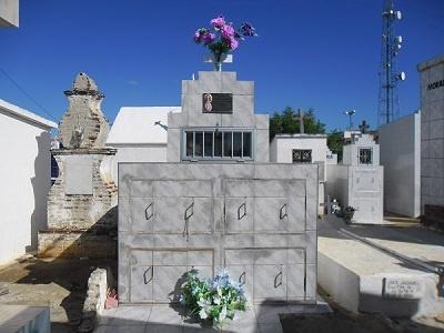Imagem do Túmulo de Hercília Amaro de Mesquita, em 2015.