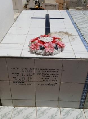 Imagem do túmulo de Regina Teixeira de Almeida, em 2017.