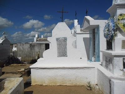 Imagem do túmulo do Capitão Francisco Nunes de Rezende Oliveira, em 2014.