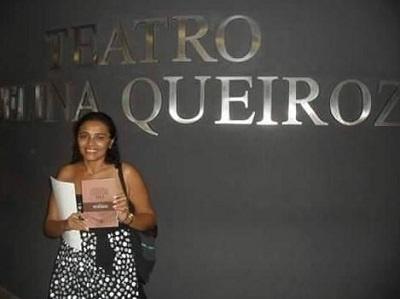 Imagem da Srtª Vera na premiação de um de seus textos, em 2012.