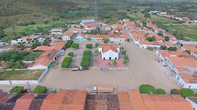 Imagem do Centro da vila da Guia, em 2016.