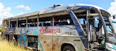 Lateral do veículo que mutilou os seus passageiros.